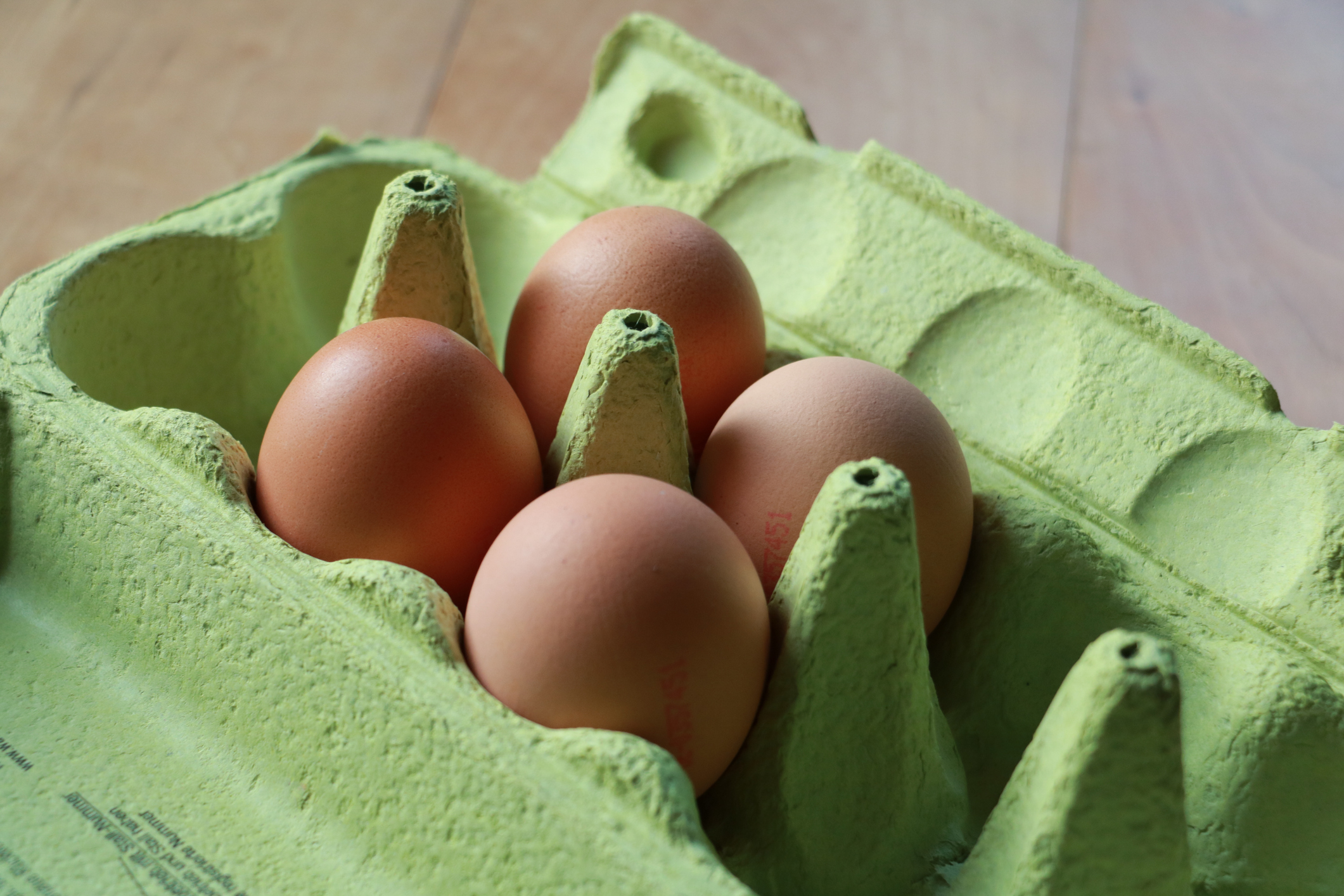 Does hard-boiling an egg kill salmonella?