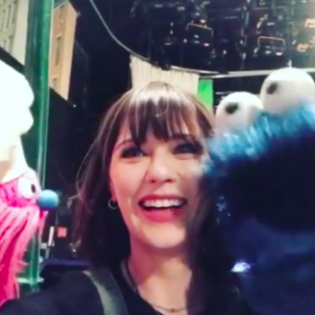 Zooey Deschanel did her best Oscar the Grouch impression on the set of <em>Sesame Street</em>, and she was made for this show