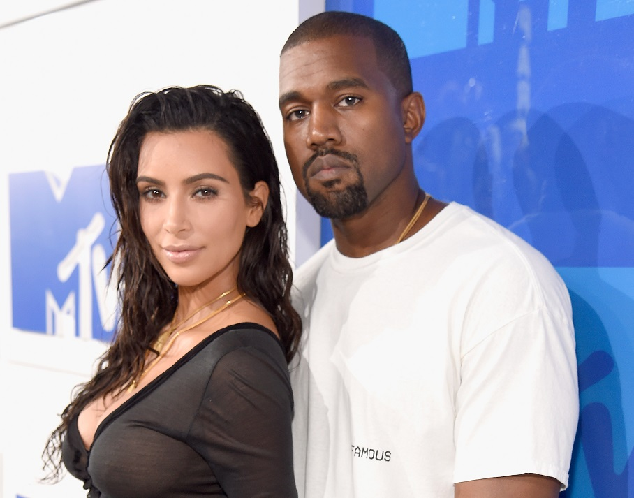 Kanye West took this shirtless, body-positive pic of Kim, and it's #MARRIAGEGOALS