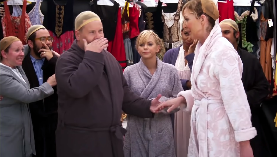 "Anna Faris and Allison Janney crushed the ""Sound of Music"" on James Corden's ""Crosswalk: The Musical"""