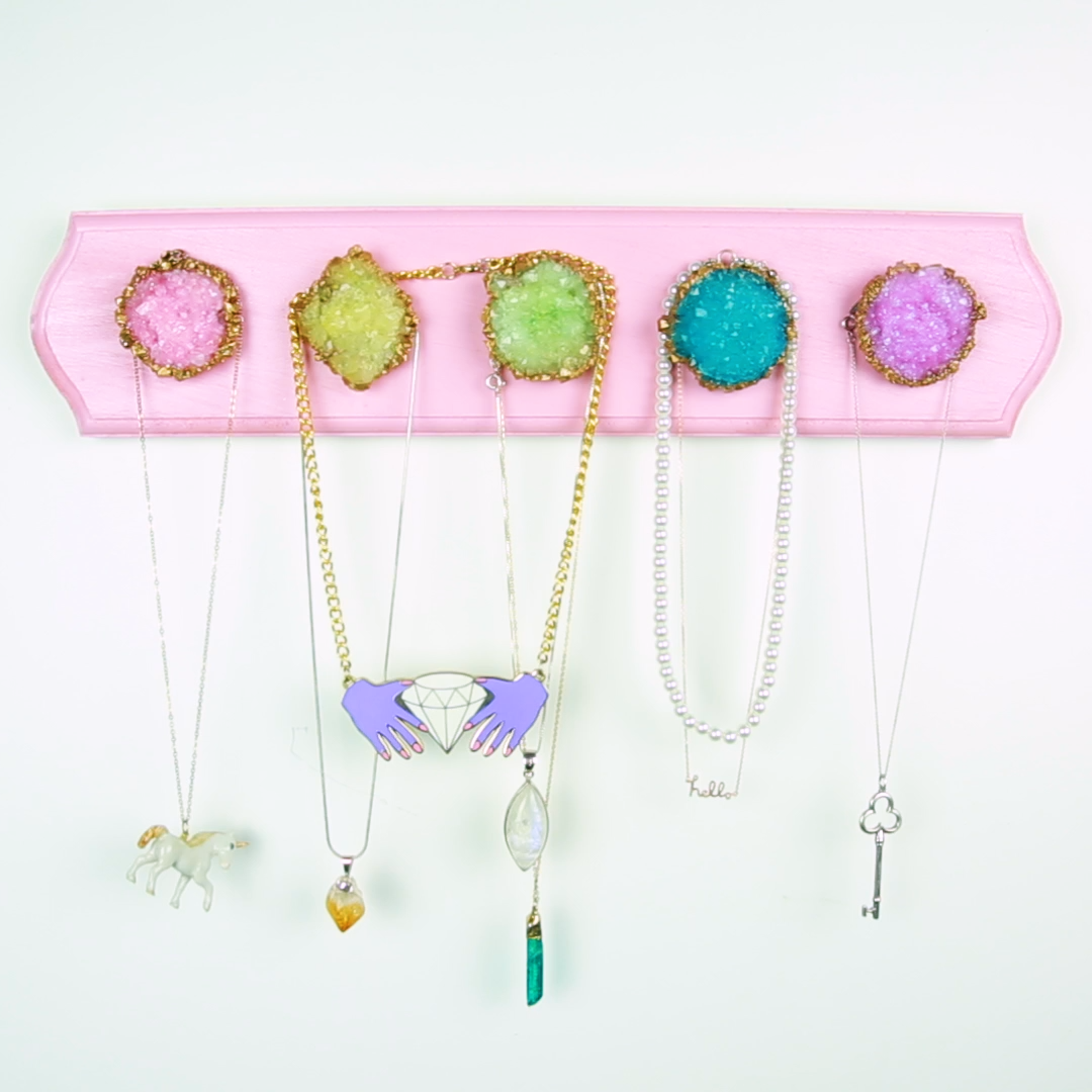 This DIY geode jewelry hanger will give your rings and necklaces their own crystals to love