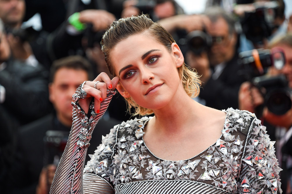 Kristen Stewart took off her heels right on the Cannes red carpet, and we feel her pain