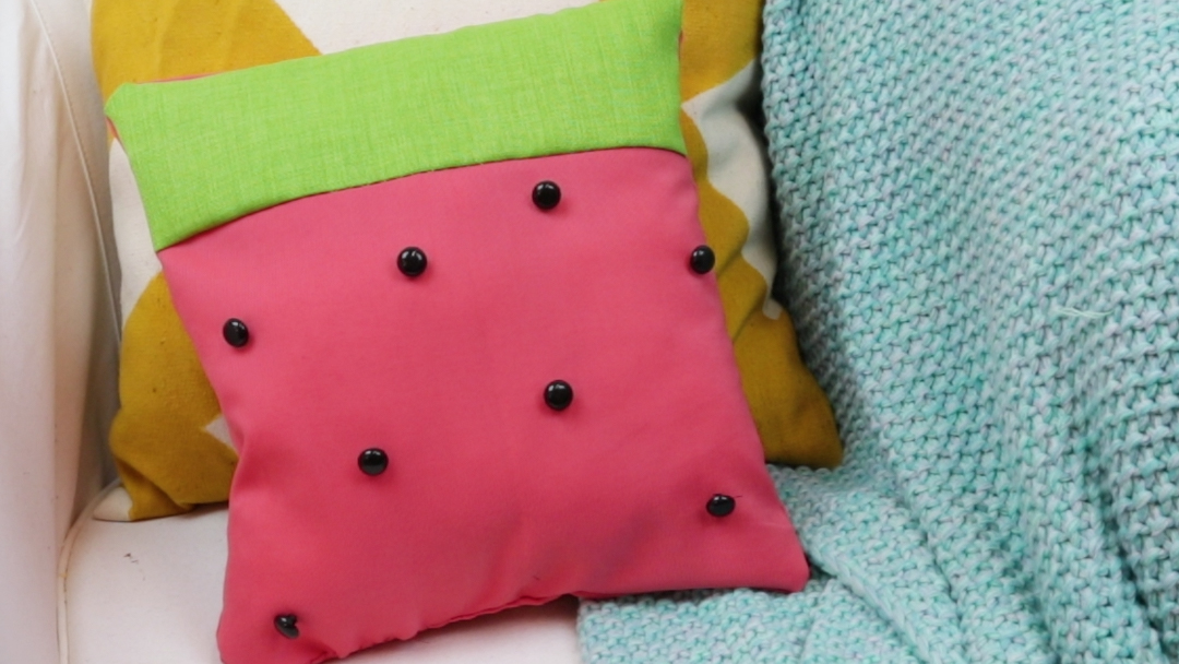 Freshen up your summer decor with this minimalist DIY watermelon pillow