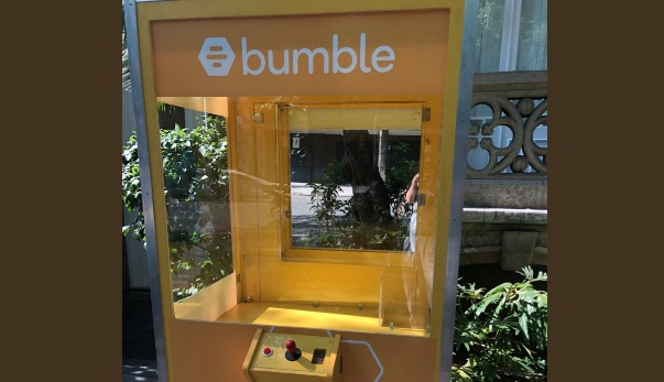 This empty Bumble claw game is a chilling metaphor for online dating