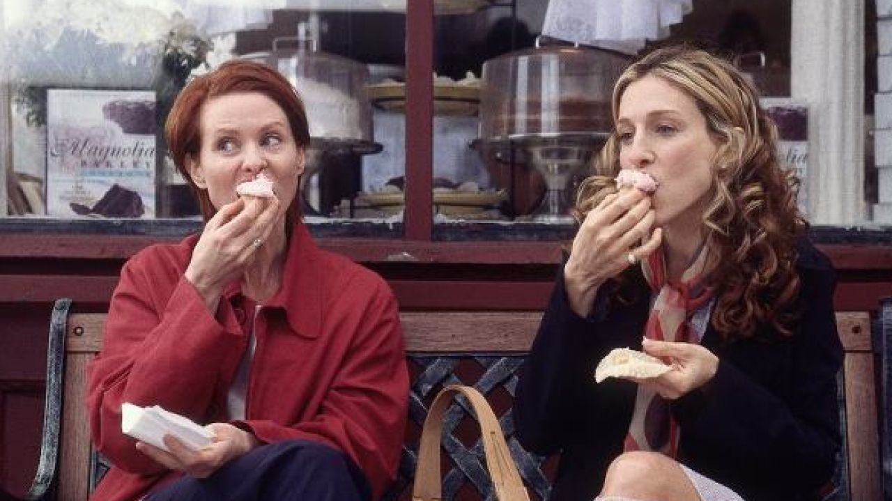 Carrie Bradshaw's favorite bakery is giving away free cupcakes (to you!) to celebrate <em>Sex and the City</em>'s 20th anniversary