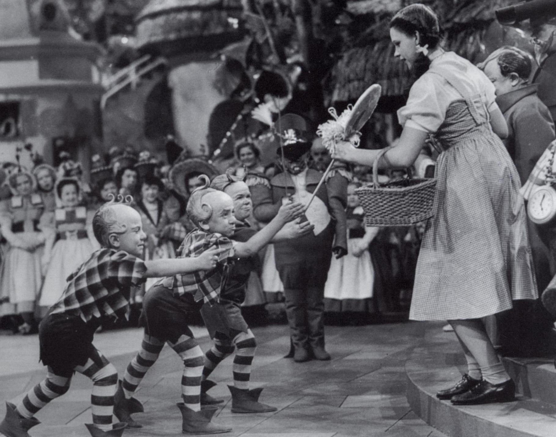 The last living <em>Wizard of Oz</em> munchkin has passed away at 98, but his iconic Lollipop Guild performance will stay with us