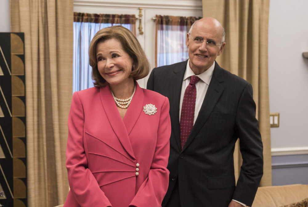 We know what happened to Jessica Walter on the <em>Arrested Development</em> set — and the showrunner says he was oblivious to it