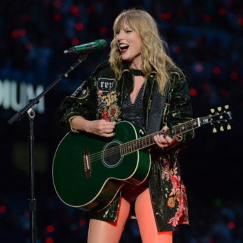 Taylor Swift dedicated a song to the Manchester bombing victims during her concert, and the video will make you tear up