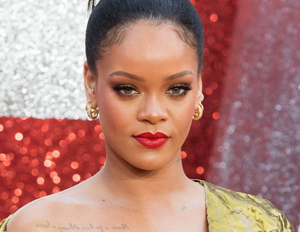Rihanna chopped her hair into a trendy summer bob, and she looks fierce AF