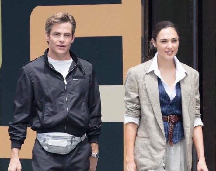 There are pictures of Chris Pine rocking a fanny pack on the set of <em>Wonder Woman</em>, and honestly, we're shook