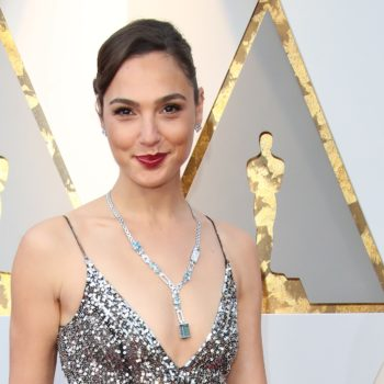 Gal Gadot just gifted the world with a first look at her <em>Wonder Woman 2</em> costume