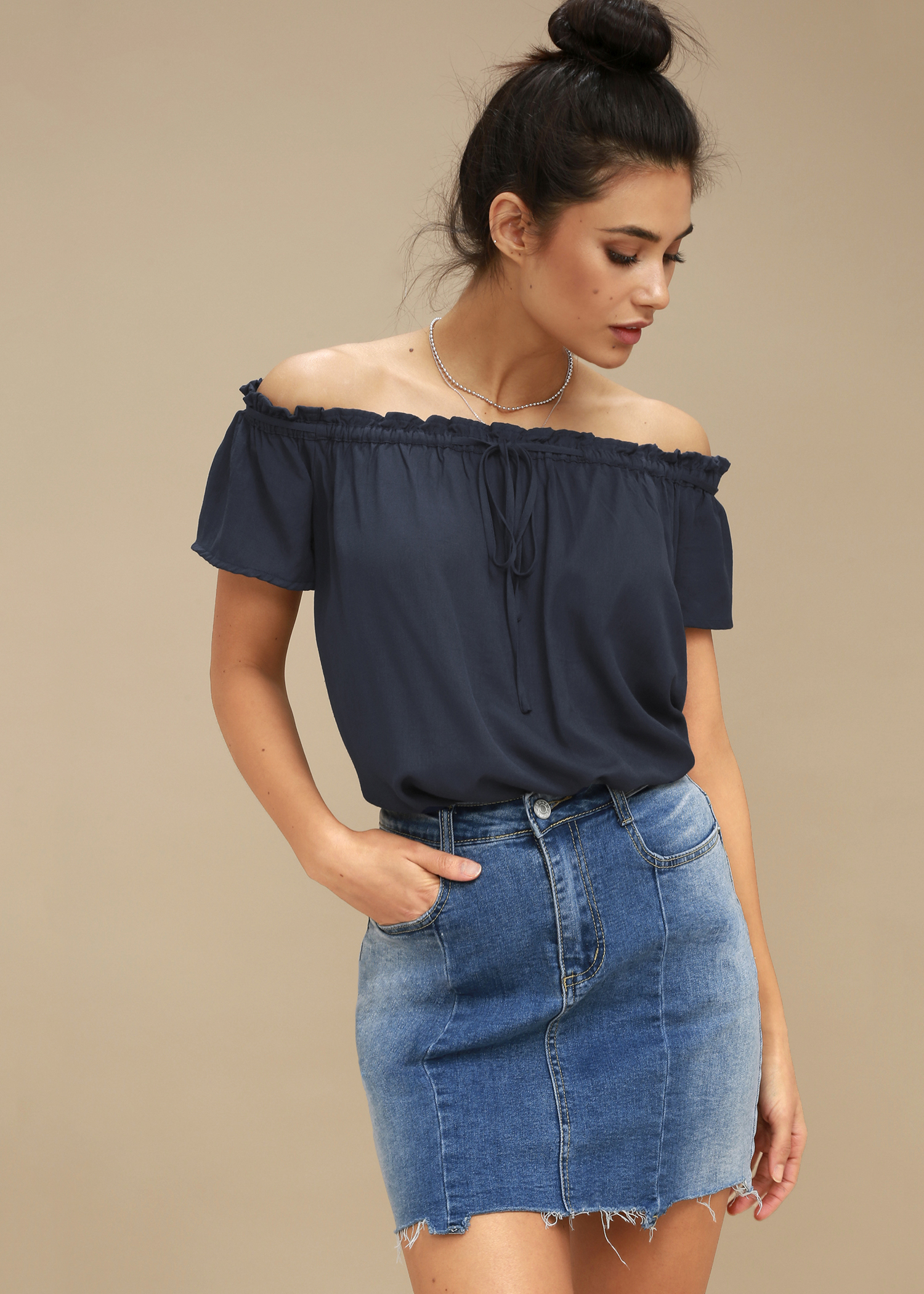 2e5a32b46a718 16 Off-the-Shoulder Tops To Shop When You Have Big Boobs - HelloGiggles