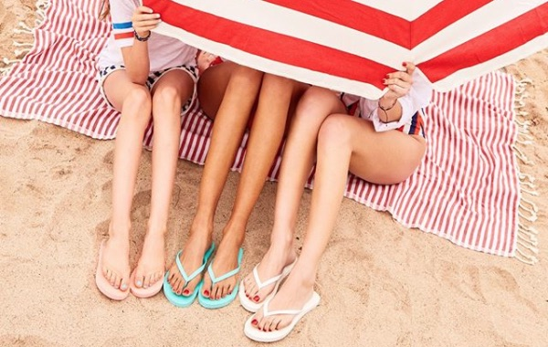 The Old Navy $1 flip flop sale is here, and we're flipping out