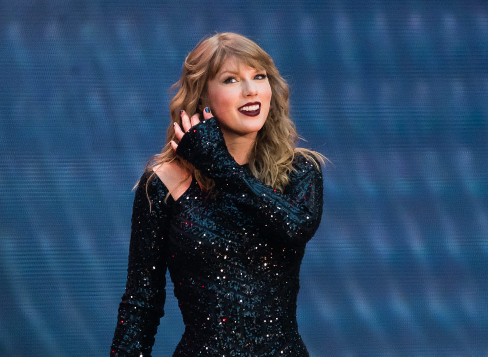 FOMO alert: Adele and J.K. Rowling took selfies with Taylor Swift at her London concert