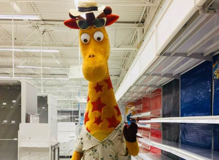 "Today is the last day Toys ""R"" Us is open, and the goodbye tweets are so sad"