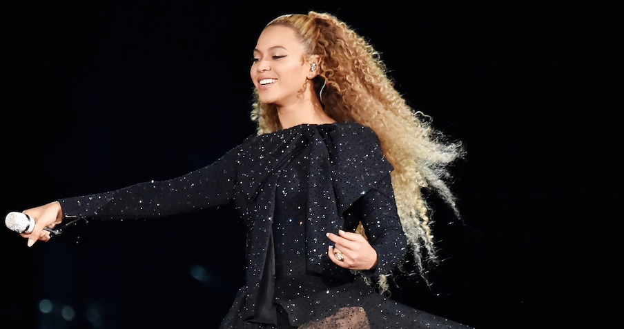 Beyoncé effortlessly handled a stage malfunction during a recent performance