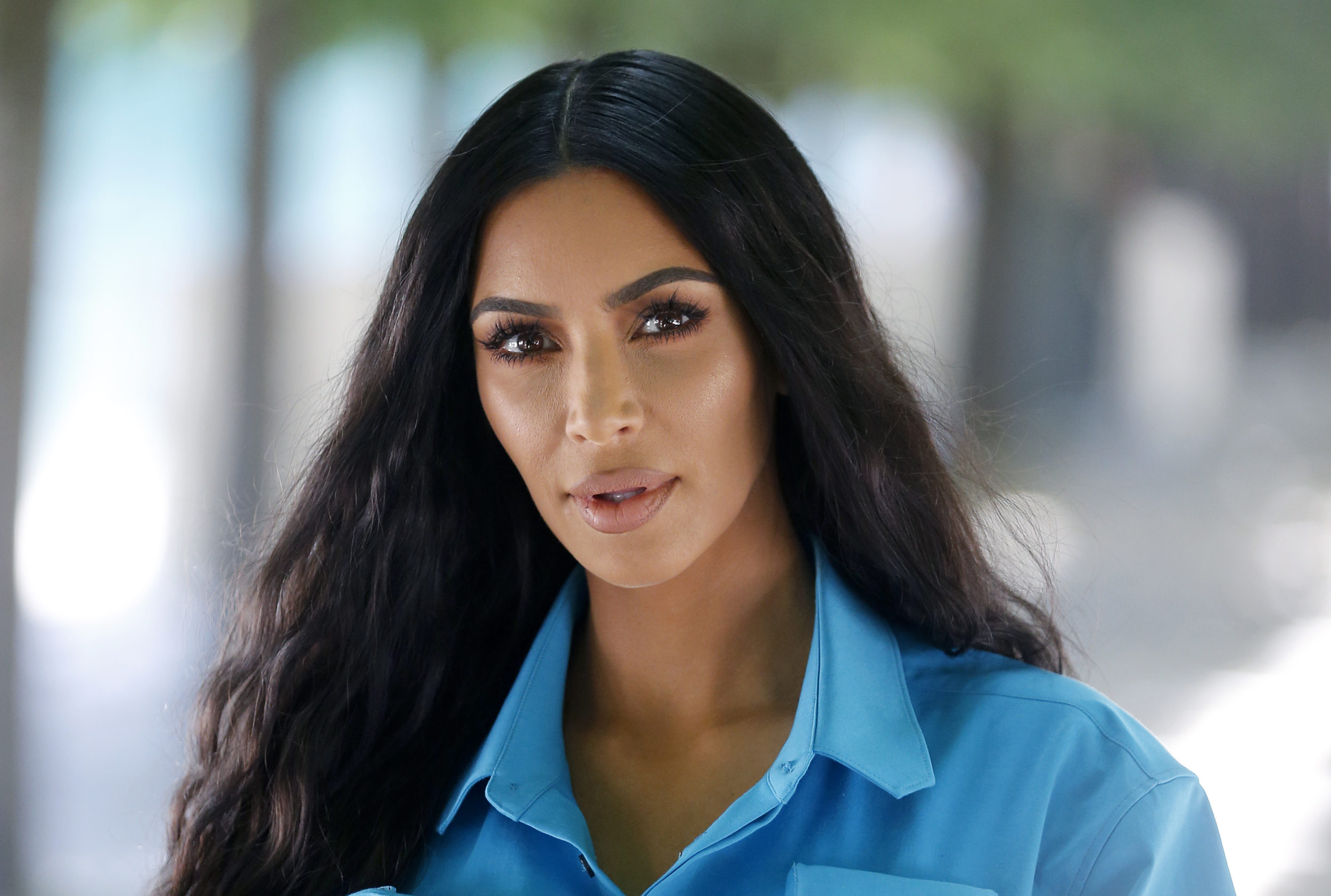 Kim Kardashian copies sister Khloé and chops her own hair into a sleek bob