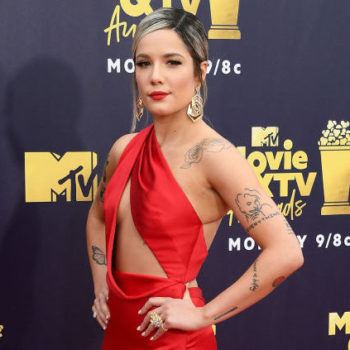 Halsey cried on stage after her breakup, and the video will tear you to pieces