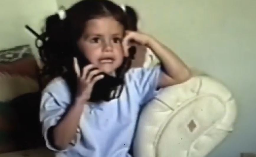 This video of 5-year-old Selena Gomez talking on the phone proves she was destined to be a #BOSS