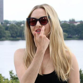 Amanda Seyfried's makeup artist cleverly concealed her eye infection on the red carpet