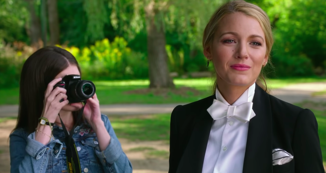 Anna Kendrick is spooked AF trying to solve the disappearance of Blake Lively in <em>A Simple Favor </em>