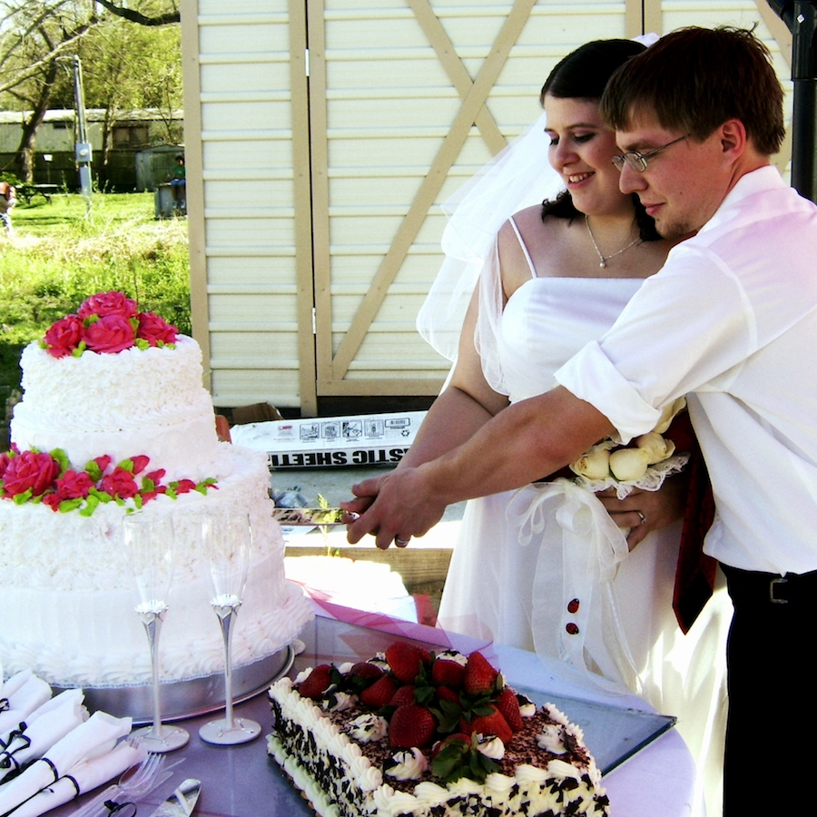 Very Low Budget Wedding: What I Love And Regret About My Low Budget Backyard