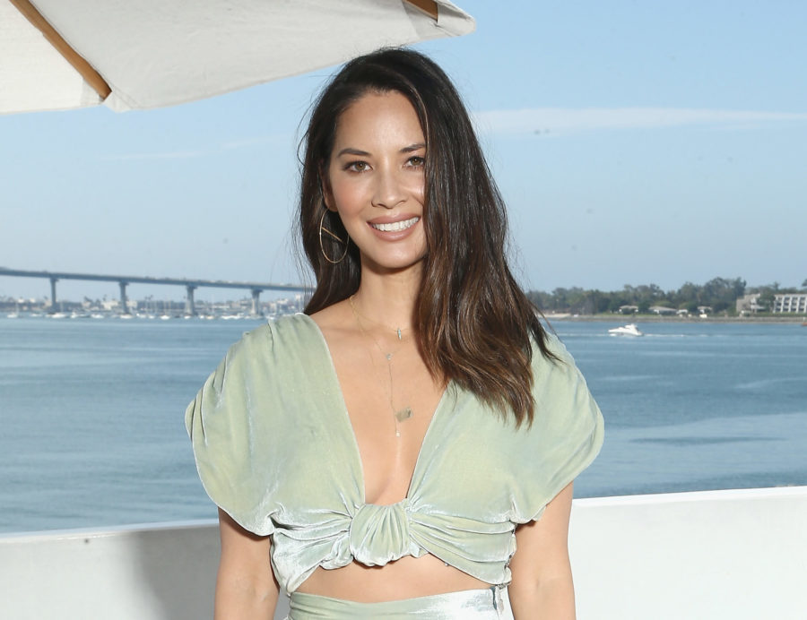 Olivia Munn recreated Meghan Markle's famous picture outside of Buckingham Palace, and iconic