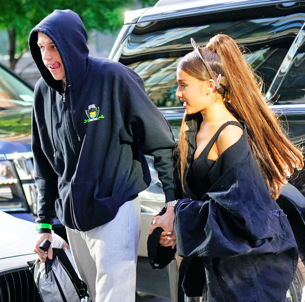 Fans Think This Is Pete Davidson And Ariana Grande S Wedding Date
