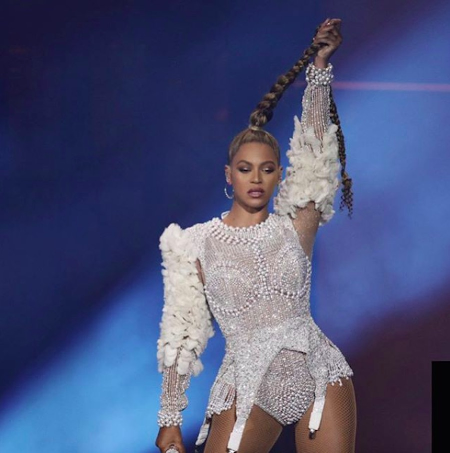 Beyoncé reportedly chopped off her long braid during the <em>On The Run II </em> tour