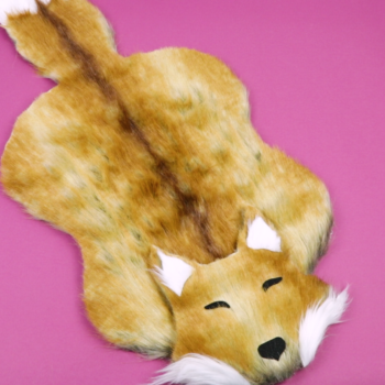 Spruce up your living space with this adorable DIY fox-shaped rug