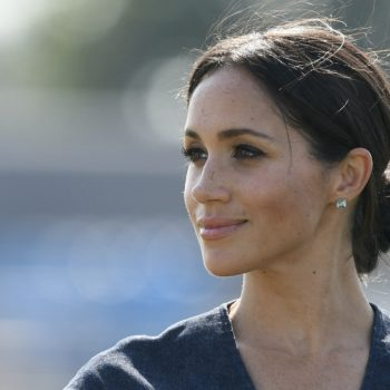This pic of Meghan Markle with half blonde/half brown hair is officially the new gold dress/blue dress