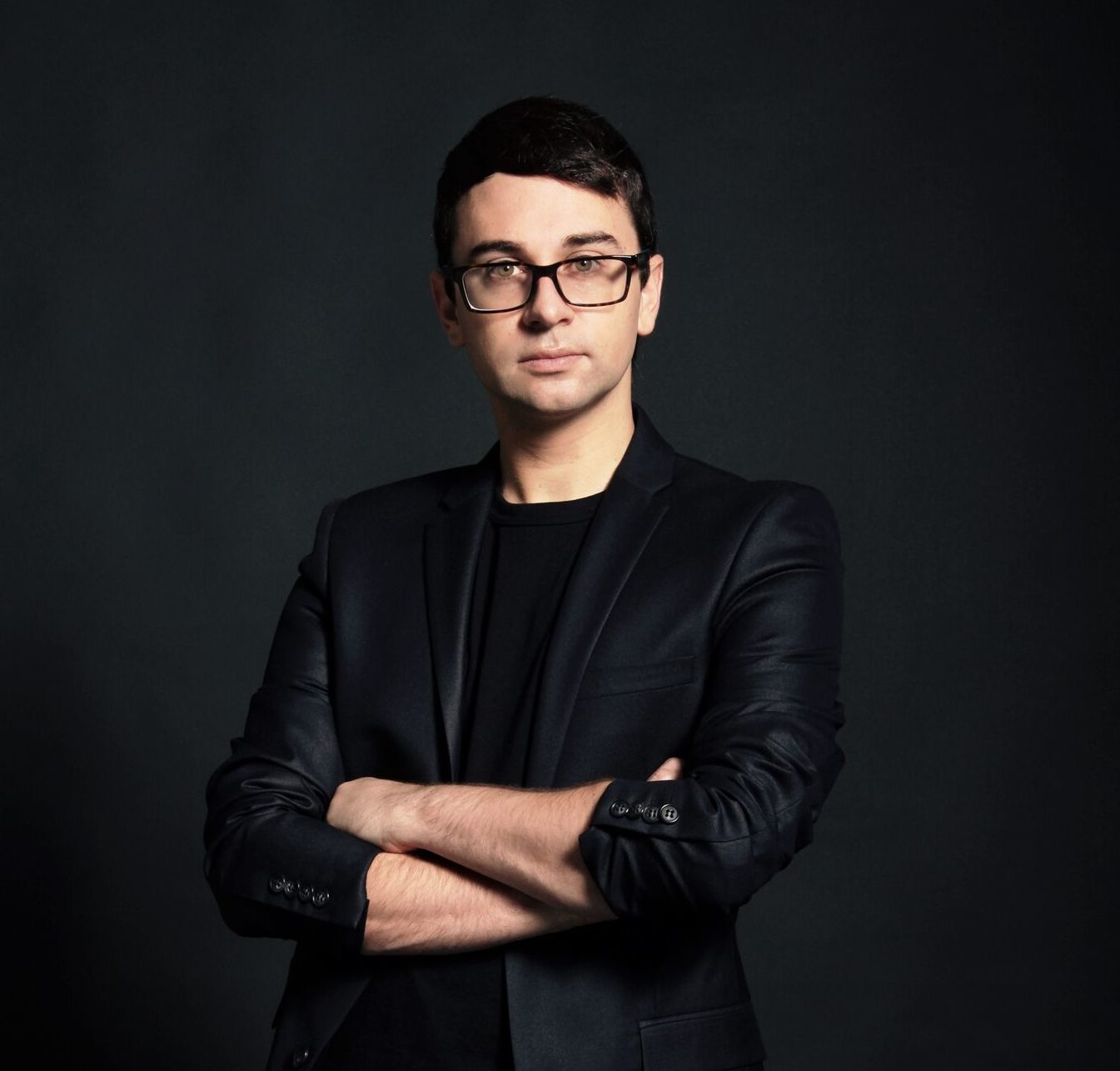 "Designer Christian Siriano has the best advice for wearing clothes you've been told are ""unflattering"""