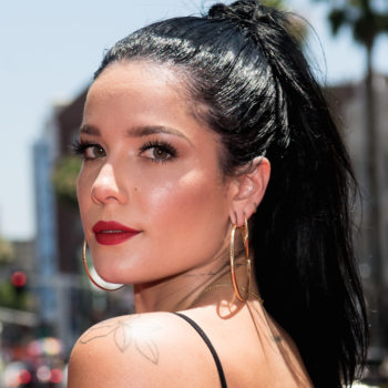 Halsey clapped back at internet trolls who criticized her natural hair