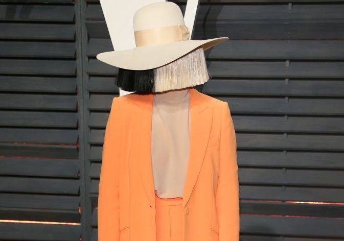 Sia went to a Netflix party without her wig, and more of this natural beauty, please