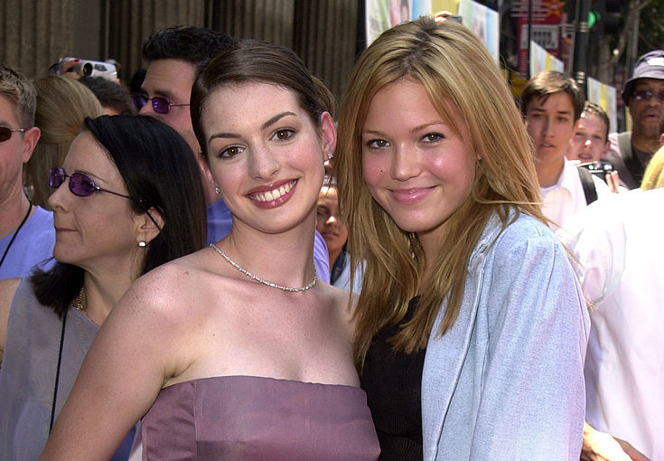 Anne Hathaway and Mandy Moore just planned a <em>Princess Diaries</em> reunion, and we're fangirling hard