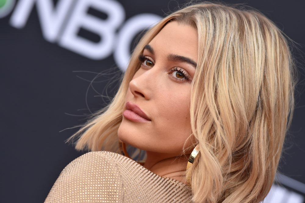Hailey Baldwin addressed all the Justin+Hailey haters, and this may be the healthiest response ever