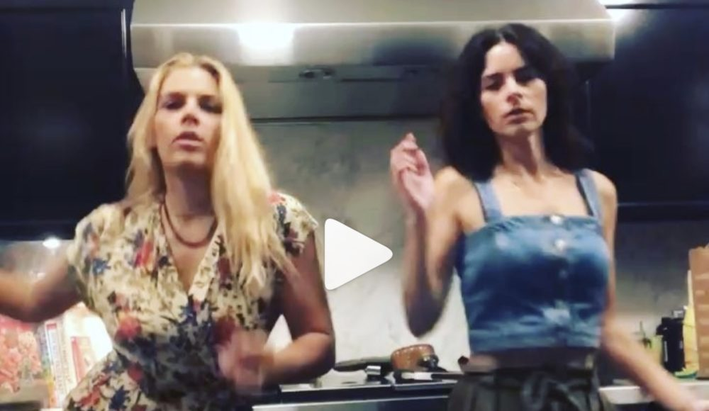 Busy Philipps attempting to dance like Lindsay Lohan is the gift we never knew we needed