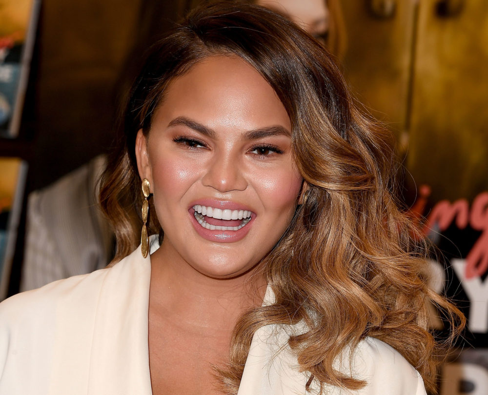 "Chrissy Teigen's response to a hater who said her short hair makes her ""face look huge"" will make you LOL"