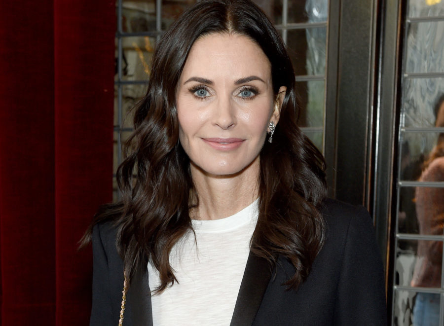 Courteney Cox says she would do anything to work with her <em>Friends</em> costars again