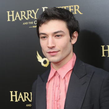 """Ezra Miller wore a """"sassy sleeping bag"""" to the <em>Grindelwald </em>premiere, and Twitter is obsessed"""