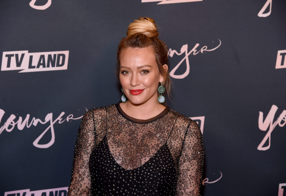"Hilary Duff just debuted ""winter white out"" hair, and she's giving us SO many Daenerys vibes"