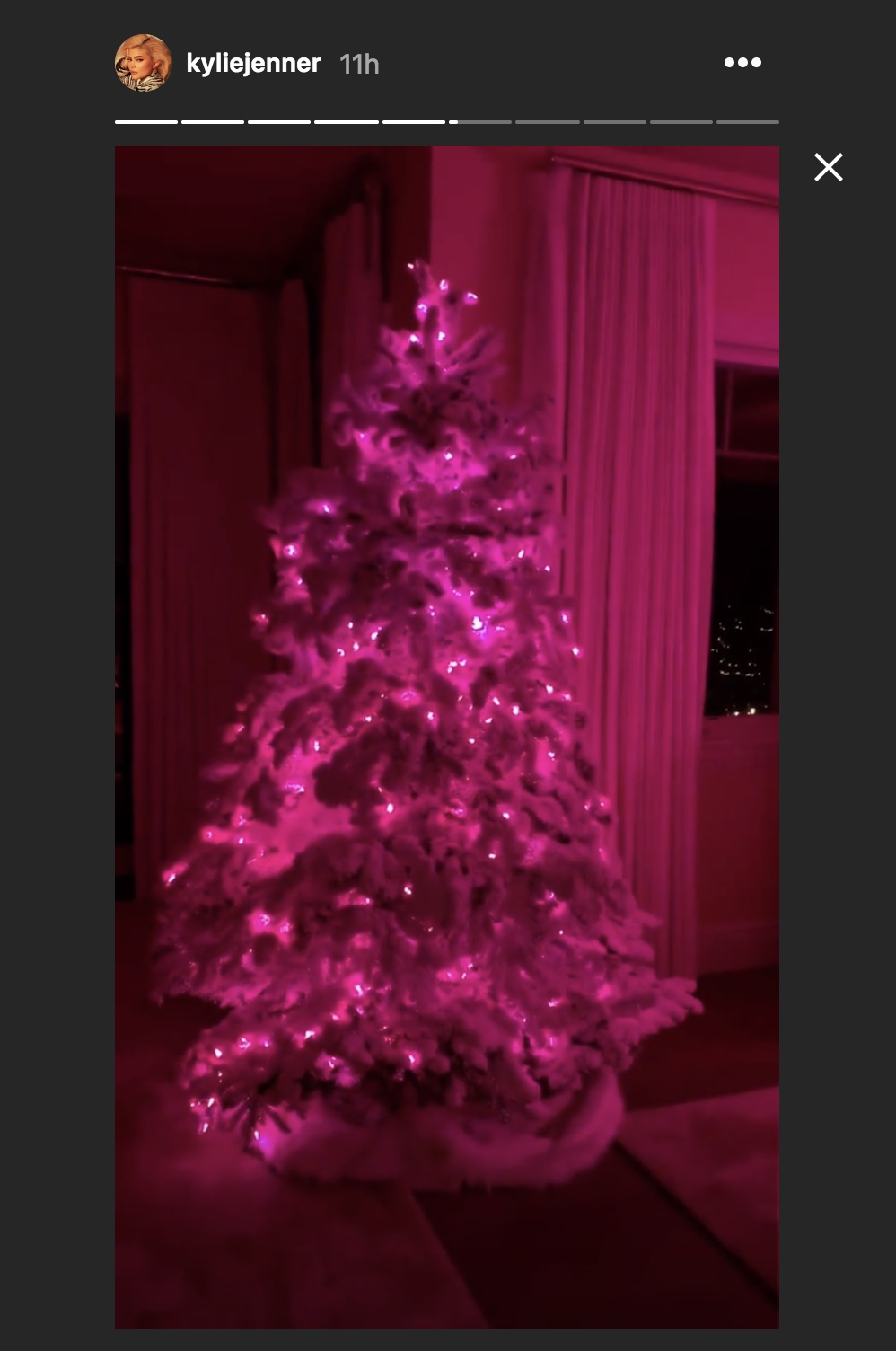 Kylie Jenner S Gold 2018 Christmas Tree See It Here Hellogiggles