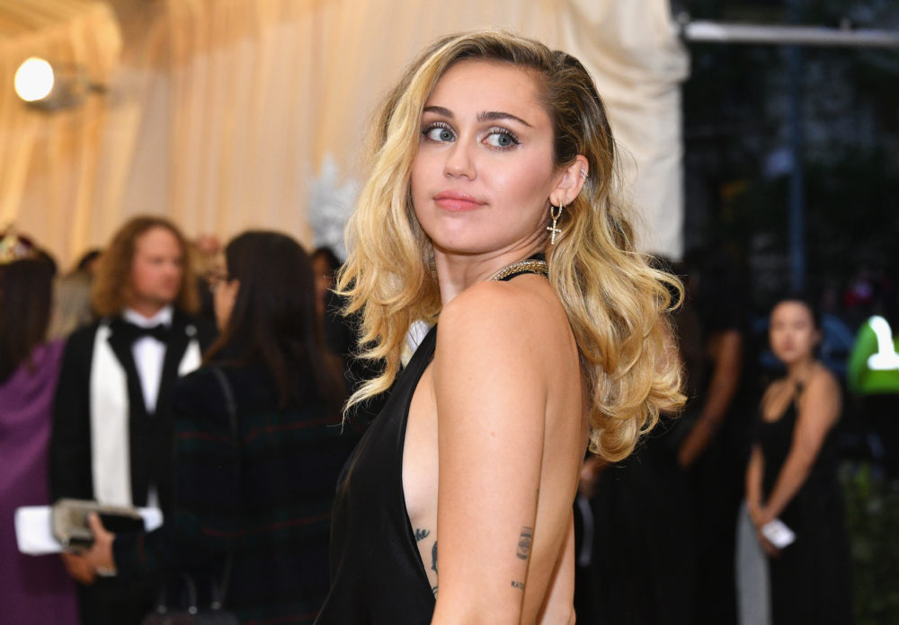 Miley Cyrus at the 2019 Grammys | POPSUGAR Celebrity ...