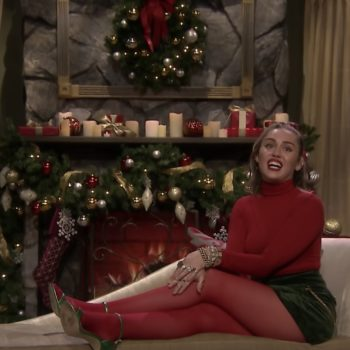 """Miley Cyrus sang a feminist AF rendition of """"Santa Baby"""" on <em>Fallon</em>, and we're so here for this"""