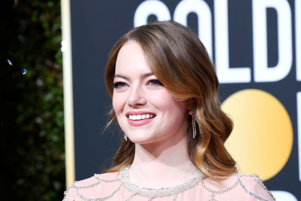 "Emma Stone shouted ""I'm sorry!"" after Sandra Oh shaded <em>Aloha</em> in her Golden Globes monologue"