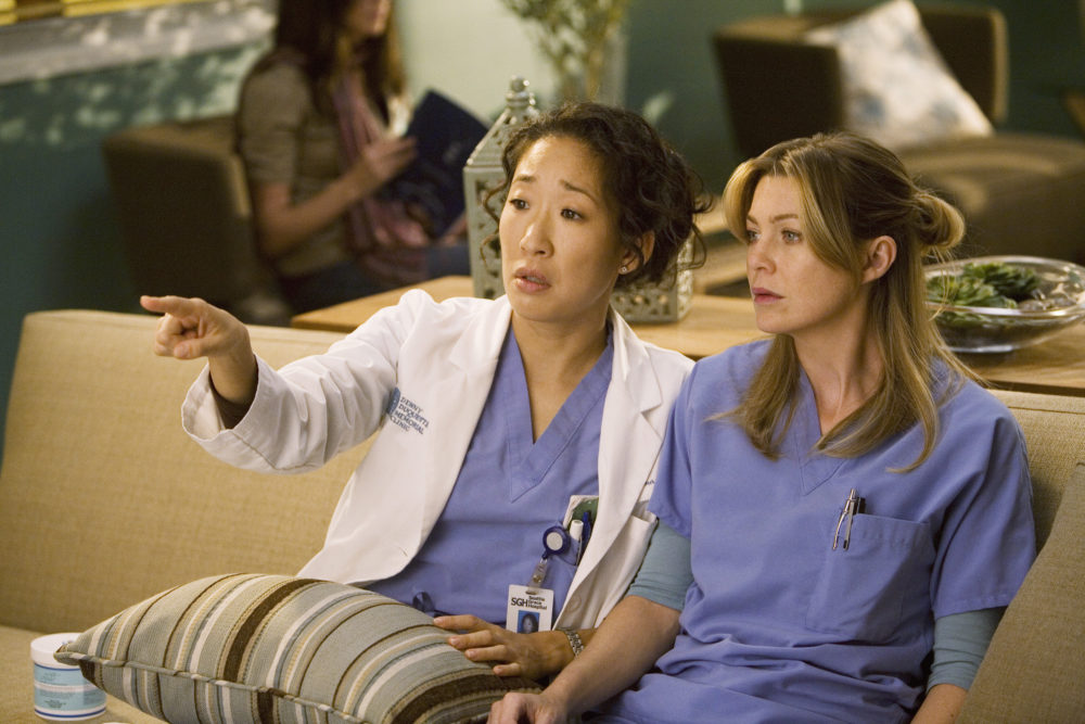 Ellen Pompeo had the sweetest reaction to Sandra Oh's Golden Globes win