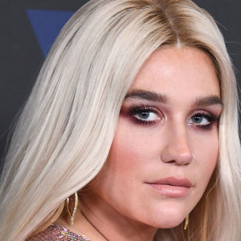 Kesha posted a makeup-free selfie, and her gorgeous freckles are on full display
