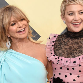 """Kate Hudson says Goldie Hawn was """"right in there"""" at her daughter's delivery, and LOL"""
