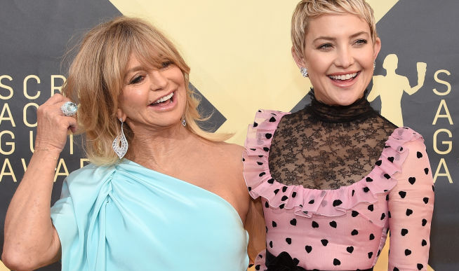 "Kate Hudson says Goldie Hawn was ""right in there"" at her daughter's delivery, and LOL"