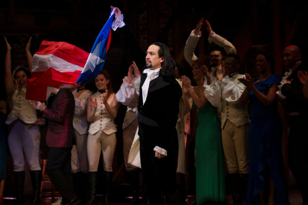 "Lin-Manuel Miranda called out someone filming during <em>Hamilton</em> by freestyling during ""My Shot"""